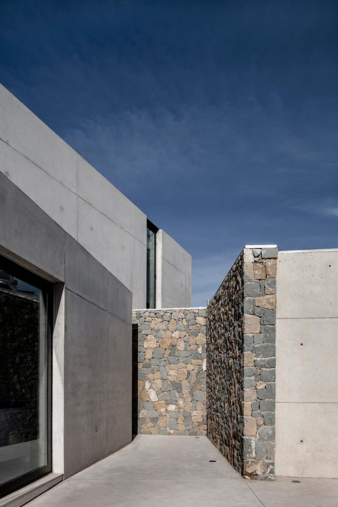 ultramodern-casa-laspre-nomarq-estudi-darquitectura-07