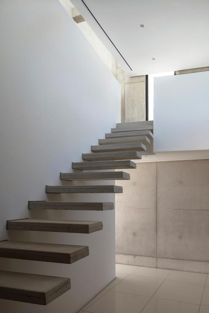 ultramodern-casa-laspre-nomarq-estudi-darquitectura-09