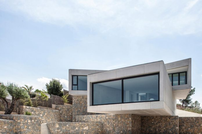ultramodern-casa-laspre-nomarq-estudi-darquitectura-11