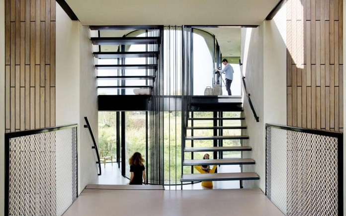 un-studio-design-w-n-d-villa-eco-friendly-netherlands-home-near-sea-10