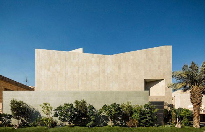 wall-house-agi-architects-01