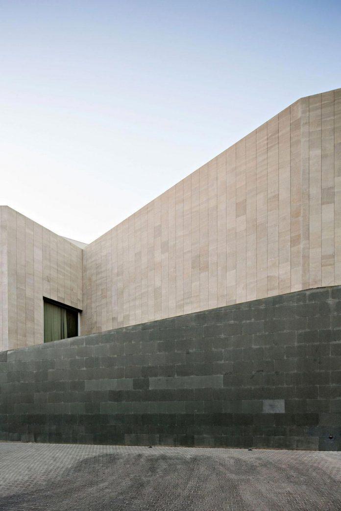 wall-house-agi-architects-03