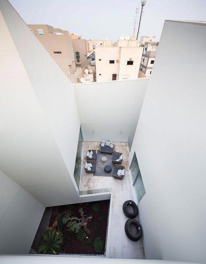 wall-house-agi-architects-04