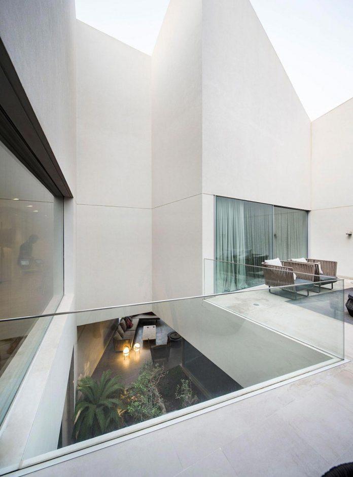 wall-house-agi-architects-05