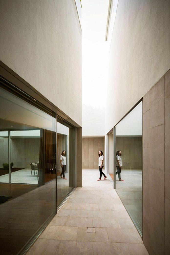 wall-house-agi-architects-09
