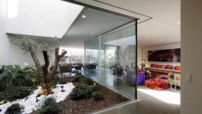 wall-house-agi-architects-10