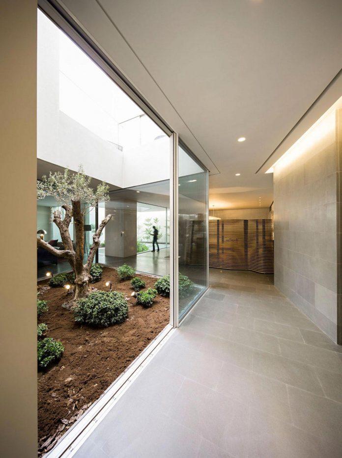 wall-house-agi-architects-14