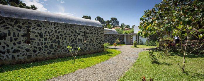 walls-vaults-villa-lijo-reny-architects-05