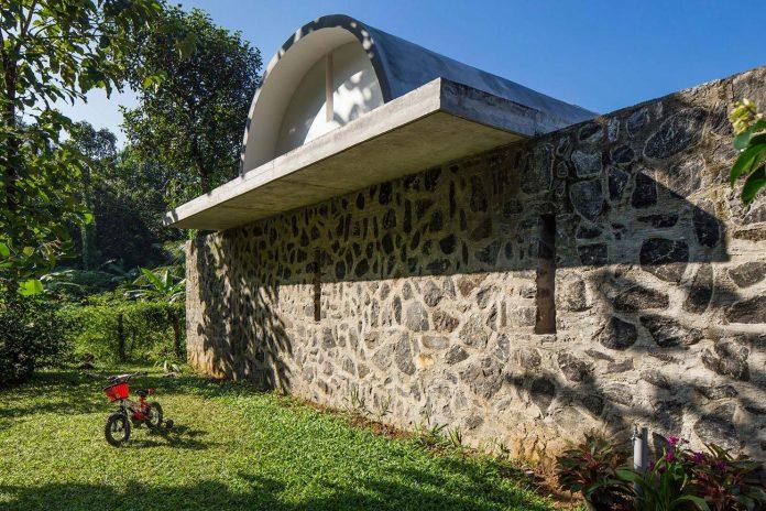 walls-vaults-villa-lijo-reny-architects-06