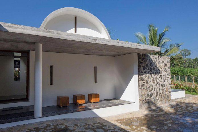 walls-vaults-villa-lijo-reny-architects-08