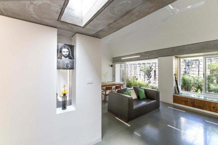 walls-vaults-villa-lijo-reny-architects-10