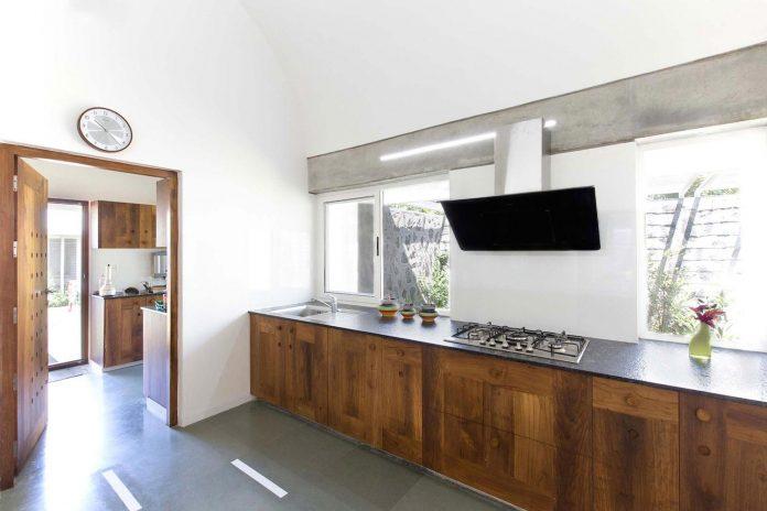 walls-vaults-villa-lijo-reny-architects-12