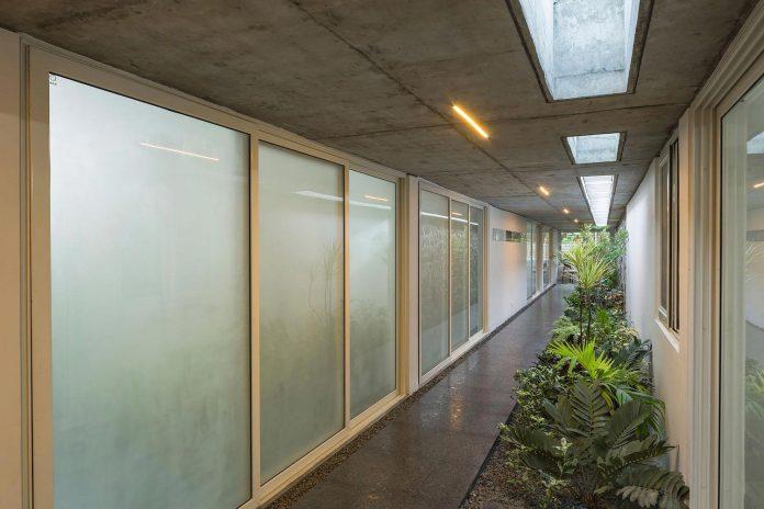 walls-vaults-villa-lijo-reny-architects-16