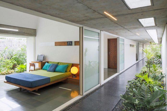 walls-vaults-villa-lijo-reny-architects-17