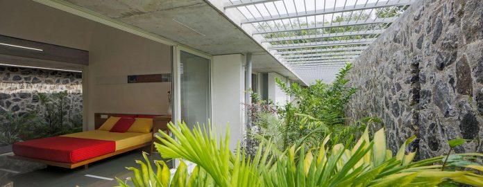 walls-vaults-villa-lijo-reny-architects-22
