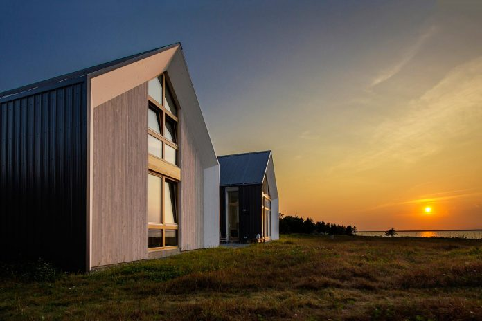 yh2-architecture-design-les-jumelles-two-small-buildings-linked-order-create-single-family-holiday-house-01