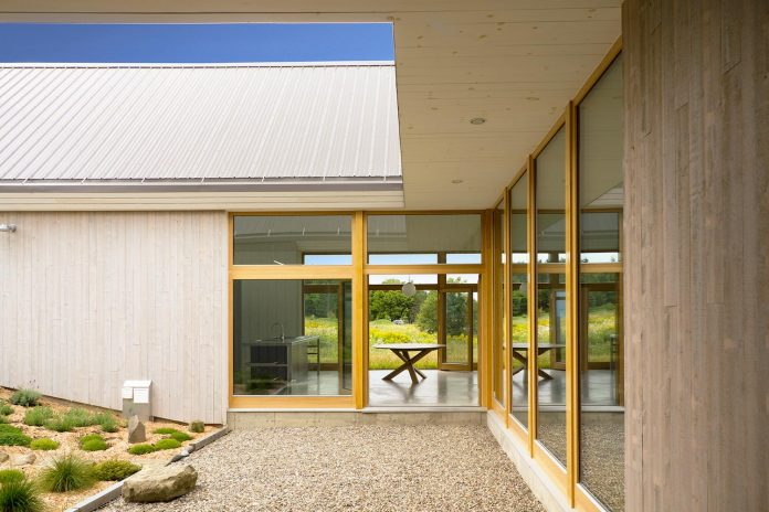 yh2-architecture-design-les-jumelles-two-small-buildings-linked-order-create-single-family-holiday-house-03