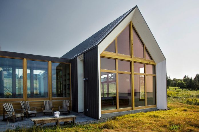 yh2-architecture-design-les-jumelles-two-small-buildings-linked-order-create-single-family-holiday-house-06