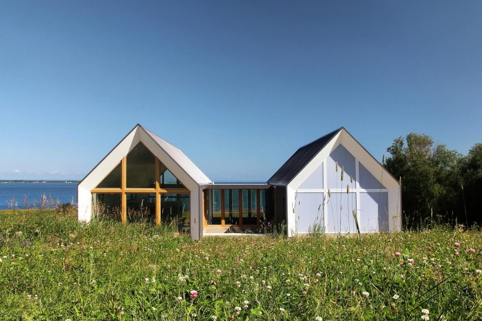 yh2-architecture-design-les-jumelles-two-small-buildings-linked-order-create-single-family-holiday-house-09