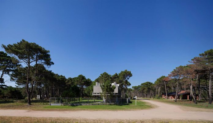 alamos-concrete-house-near-pinamar-buenos-aires-province-estudio-galera-02