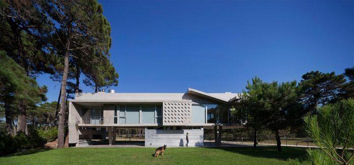 alamos-concrete-house-near-pinamar-buenos-aires-province-estudio-galera-04