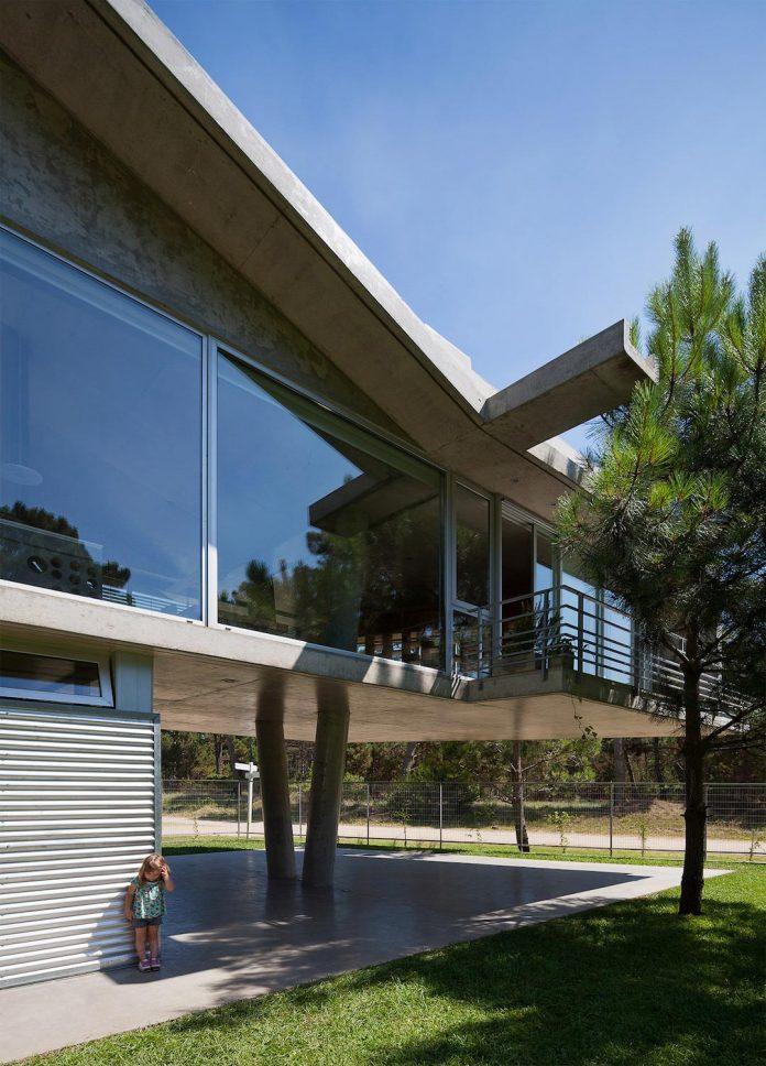 alamos-concrete-house-near-pinamar-buenos-aires-province-estudio-galera-06