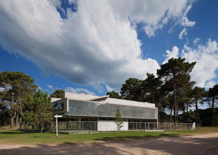 alamos-concrete-house-near-pinamar-buenos-aires-province-estudio-galera-13