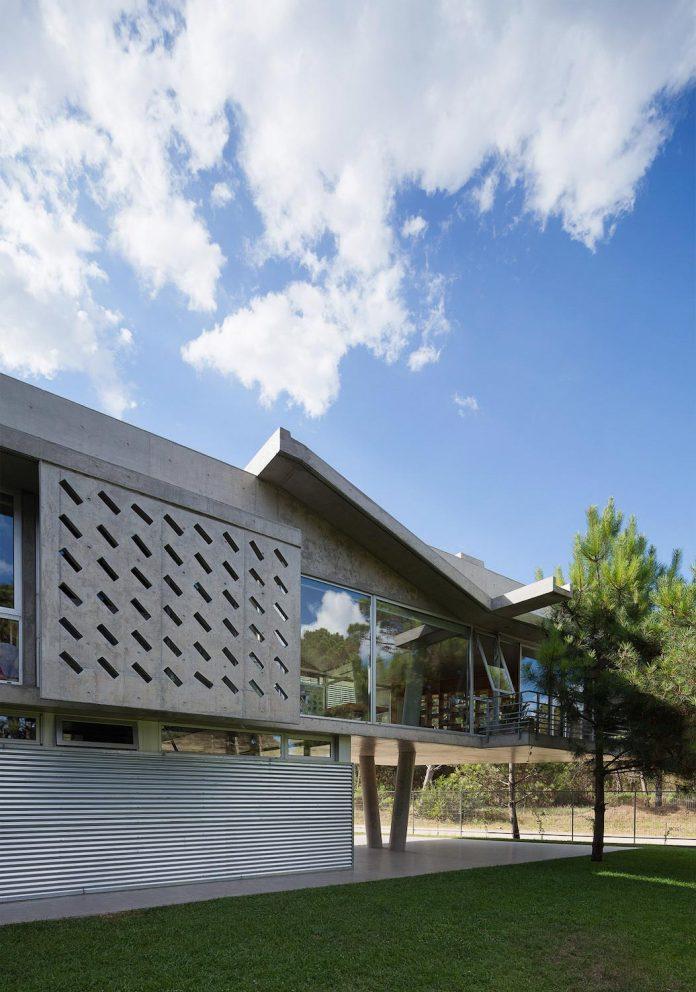 alamos-concrete-house-near-pinamar-buenos-aires-province-estudio-galera-14