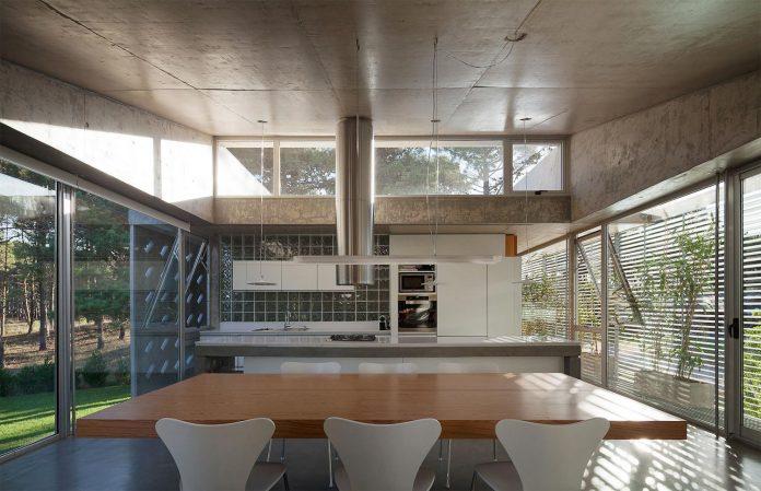 alamos-concrete-house-near-pinamar-buenos-aires-province-estudio-galera-19