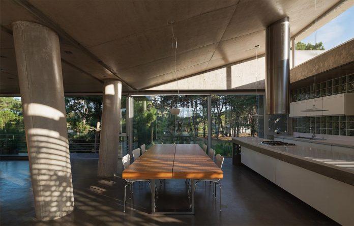 alamos-concrete-house-near-pinamar-buenos-aires-province-estudio-galera-20