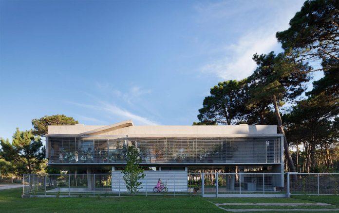 alamos-concrete-house-near-pinamar-buenos-aires-province-estudio-galera-26