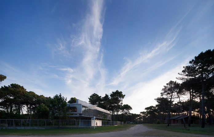 alamos-concrete-house-near-pinamar-buenos-aires-province-estudio-galera-28