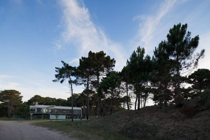 alamos-concrete-house-near-pinamar-buenos-aires-province-estudio-galera-29
