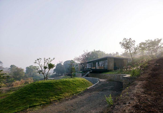 architecture-brio-design-riparian-house-surrounded-nature-near-mumbai-02