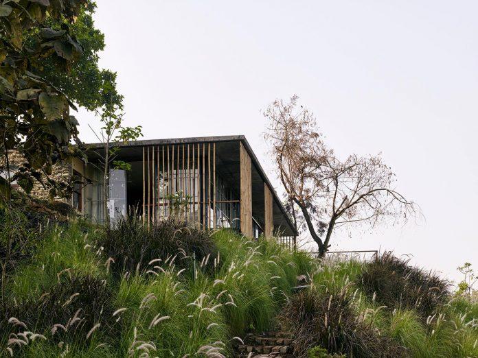 architecture-brio-design-riparian-house-surrounded-nature-near-mumbai-04