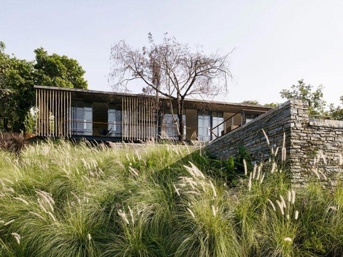 architecture-brio-design-riparian-house-surrounded-nature-near-mumbai-06