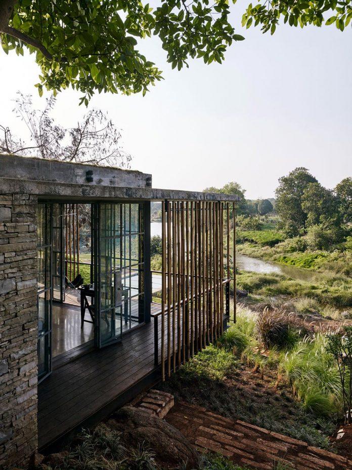 architecture-brio-design-riparian-house-surrounded-nature-near-mumbai-08