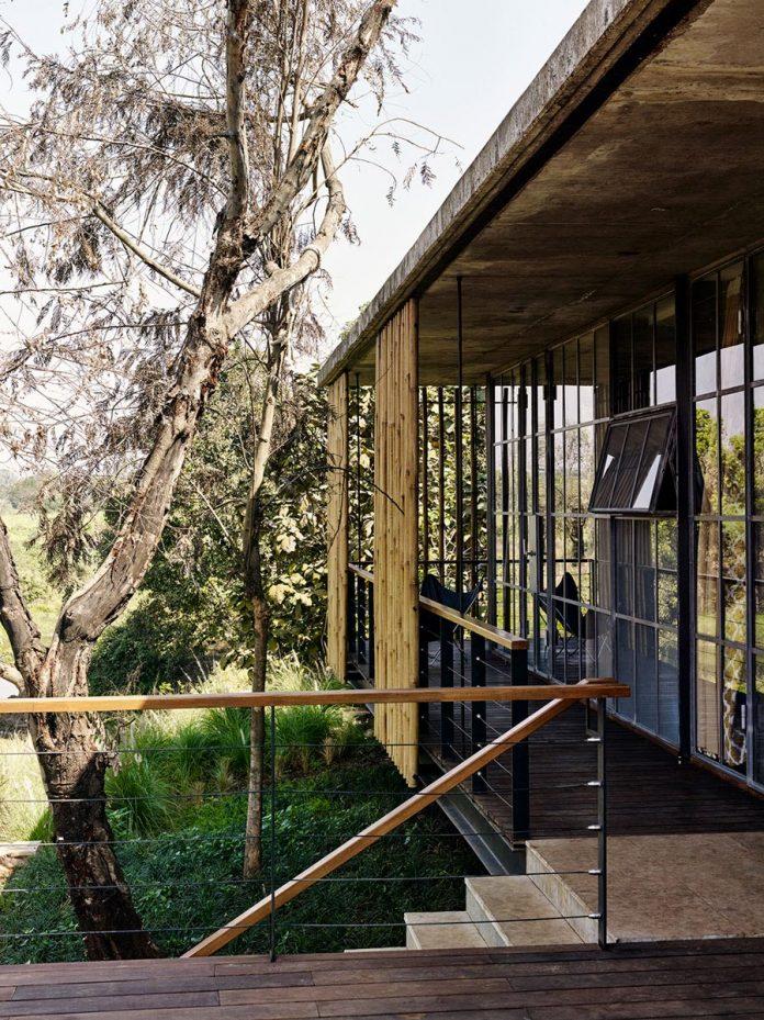 architecture-brio-design-riparian-house-surrounded-nature-near-mumbai-12