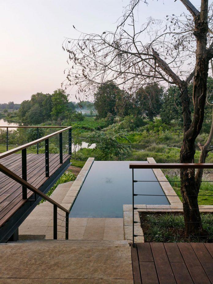 architecture-brio-design-riparian-house-surrounded-nature-near-mumbai-13