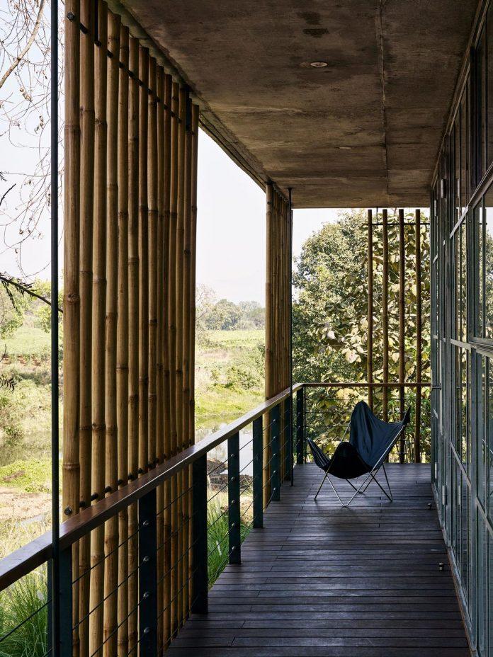 architecture-brio-design-riparian-house-surrounded-nature-near-mumbai-14