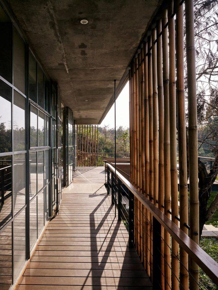 architecture-brio-design-riparian-house-surrounded-nature-near-mumbai-15