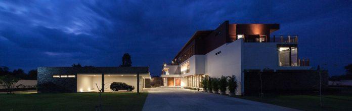 baan-bang-saray-holiday-villa-junsekino-architect-design-14