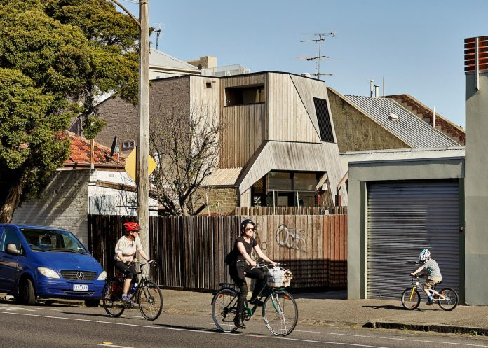 bower-contemporary-house-situated-carlton-north-melbourne-andrew-simpson-architects-01
