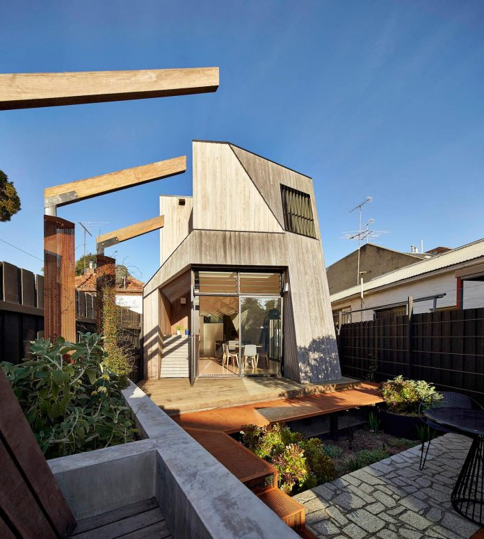bower-contemporary-house-situated-carlton-north-melbourne-andrew-simpson-architects-02