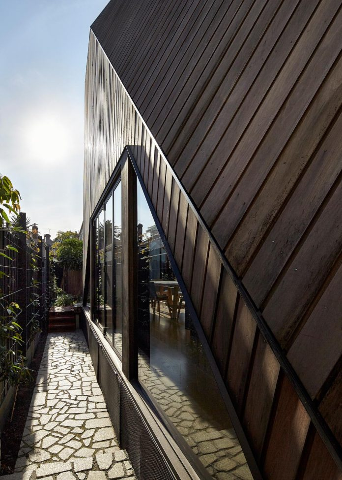 bower-contemporary-house-situated-carlton-north-melbourne-andrew-simpson-architects-04