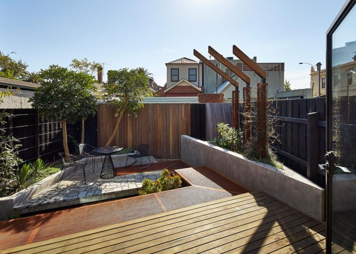 bower-contemporary-house-situated-carlton-north-melbourne-andrew-simpson-architects-05