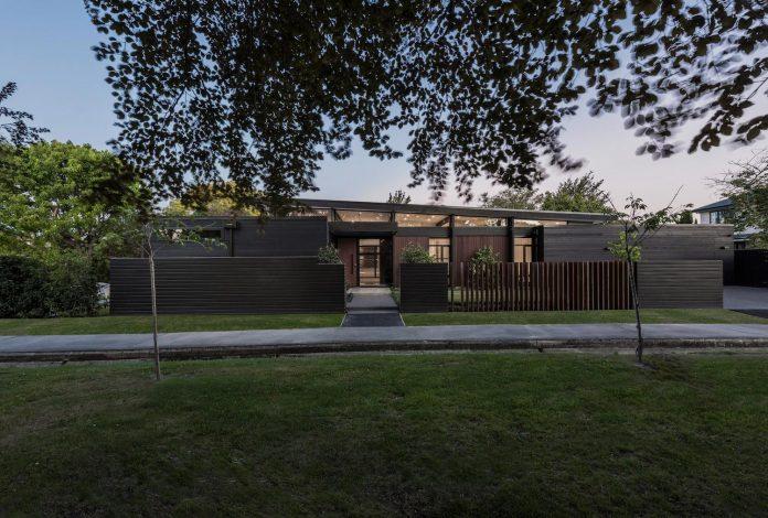 bradnor-road-home-sits-tree-lined-cul-de-sac-fendalton-christchurch-designed-cymon-allfrey-architects-ltd-01