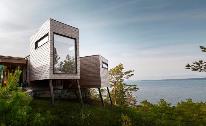 cabin-straumsnes-traditional-yet-modern-shelter-flat-gabled-roof-rever-drage-architects-01