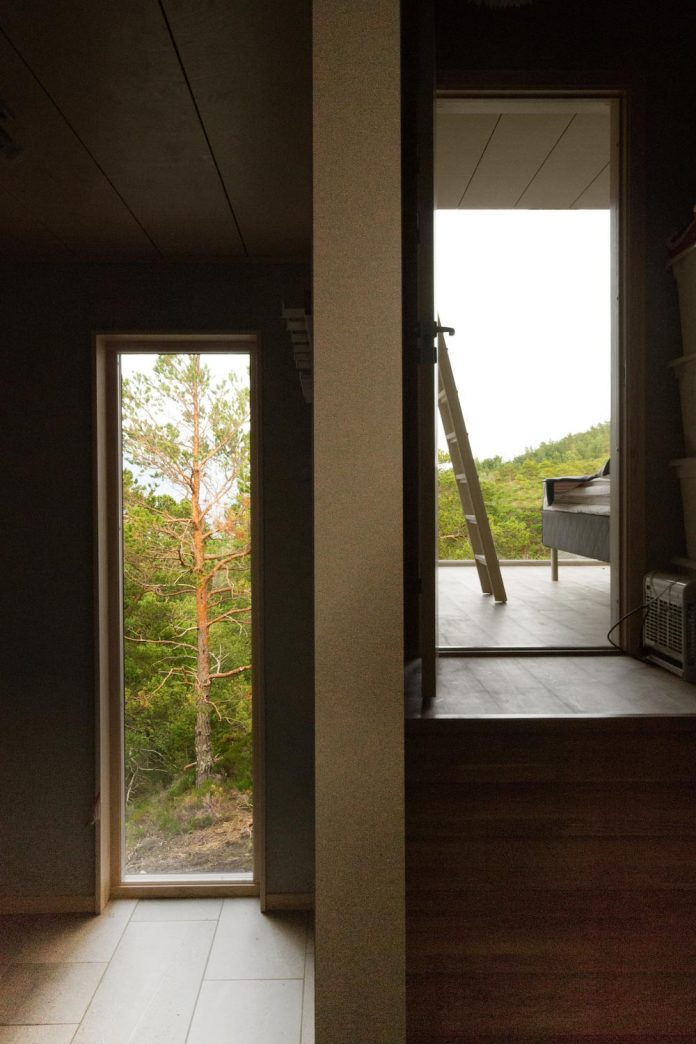 cabin-straumsnes-traditional-yet-modern-shelter-flat-gabled-roof-rever-drage-architects-05