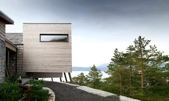 cabin-straumsnes-traditional-yet-modern-shelter-flat-gabled-roof-rever-drage-architects-07